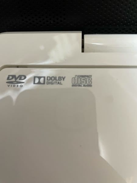 東芝のポータブルdvdプレイヤーについて質問です。下のロコが印字されていたのですが、この機器でBlu-ray Discは観れますか?