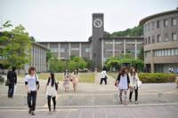 京都にあってこそ立命館だと思います。 仁和寺や金閣寺、龍安寺、等持院などの名だたる古刹に囲まれ、沖縄県から北海道まで全国から学生が集まる力の源泉が衣笠キャンパスの良さだと思います。 京都にない立命館大学ってどう思われますか?
