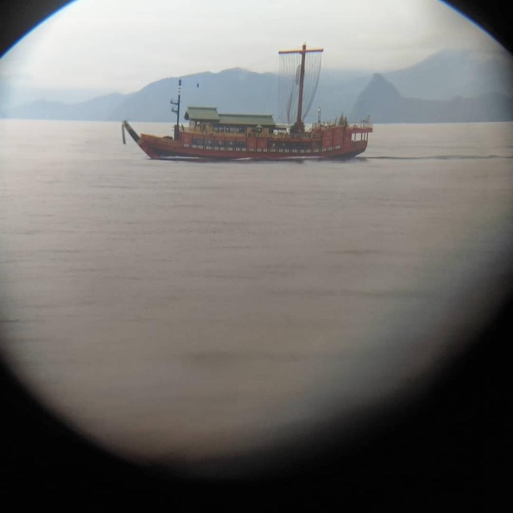 伊豆沖で見かけました 何の船がわかる方いましたら教えてください