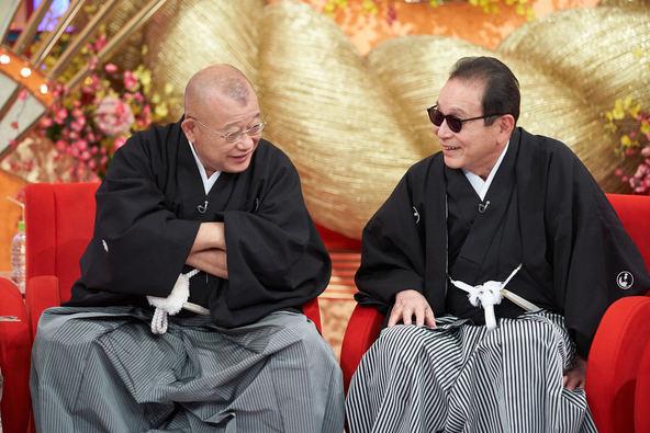 NHKのブラタモリについて。 タモリなどの出演者がマスクを着けてないことについて不謹慎だとか不愉快だとか言ってる人(ツイートしてる人)がいます。 おそらくあれこれの事情を知らないのだとおもいますが、それ以前に不愉快だと思うのなら無理して見なきゃいいともおもうのですが、どうなんでしょうか