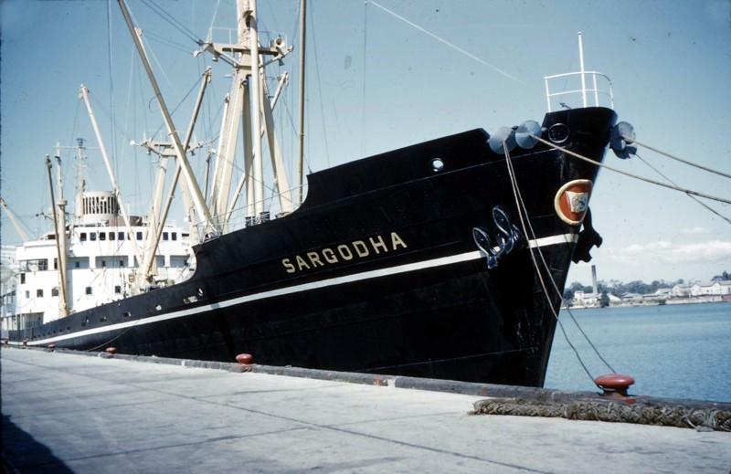 この船(Sargodha 1956)のエンジンは2サイクルですが、逆転はどうやったんですか