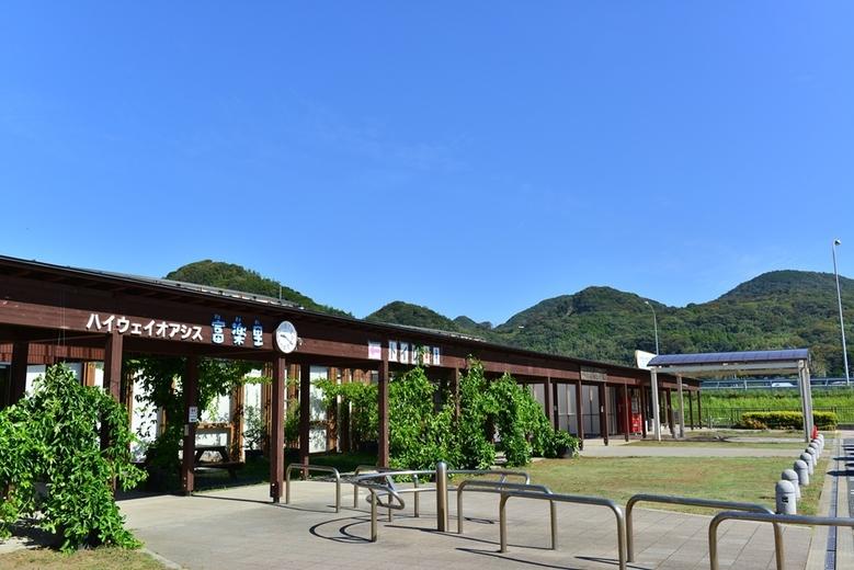 富津館山道路の富山PAは未だに道の駅「富楽里とみやま」と共用のままですか? 高速道路側に独自のPAを設置する計画はあれど建設されていないままなのですか?