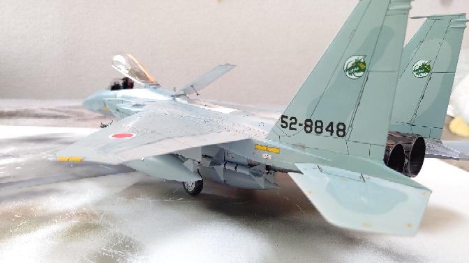 戦闘機の尾翼エンブレムについて質問です F-15jのこの尾翼なのですが この部隊は通称ファイティングドラゴン 小松基地の物ですかですか? この緑龍頭のエンブレムはもう使われていないのでしょうか? またこのエンブレムの部隊についていろいろな知識が欲しく わかる方がいたら教えていただきたいですよろしくお願いいたします よろしければ教えていただきたく質問しました