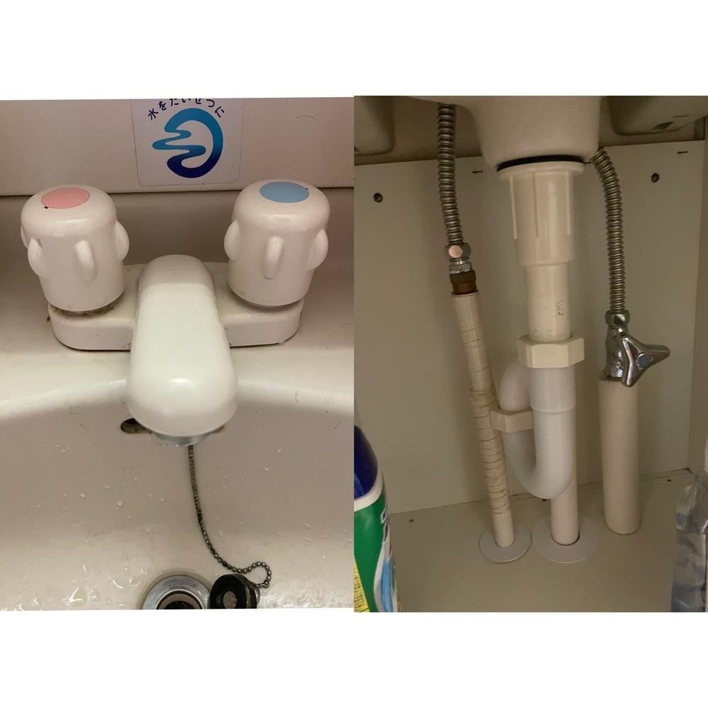 賃貸の洗面台の蛇口が古すぎて嫌なので、節約のため自身で洗面台の蛇口を替えようと思っています。 それでネットや動画等で調べましたが、分からないことがあって質問させていただきます。写真が私の洗面台の蛇口と、止水栓です。この蛇口は2ハンドル混合水栓というものみたいで、交換仕方を調べても止水栓がお湯と水、左右2つ付いてあるものばかりです。私のは止水栓が右に1つしか付いていなくて、そこで分からなくなります。洗面器の品番は https://iinavi.inax.lixil.co.jp/parts/detail01.php?code=FEN-500&record=A1 です。画像を見ても蛇口が一致しないのでどれか分からなくて、どういったタイプを買えばいいのか分かりません。 詳しい方教えてくださると本当に助かります。