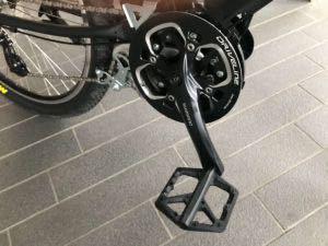 かなりの自転車無知でアホな質問させてください。 現在このような形でPanasonic ジェッターをマウンテンバイク仕様に私自身で改造したのですが、 モトベロさんのホームページで同じくPanasonicのハリヤという電動自転車のクランク部分ような形にしたいのですが可能でしょうか? クランクとバッシュガードの変更をしたいと思っています。