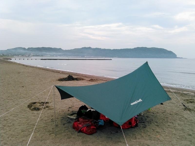 タープて便利ですか? 砂浜で日陰の下で火を使った料理したいのですが… 昼、紫外線を浴び続けるのがキツいです(涙)