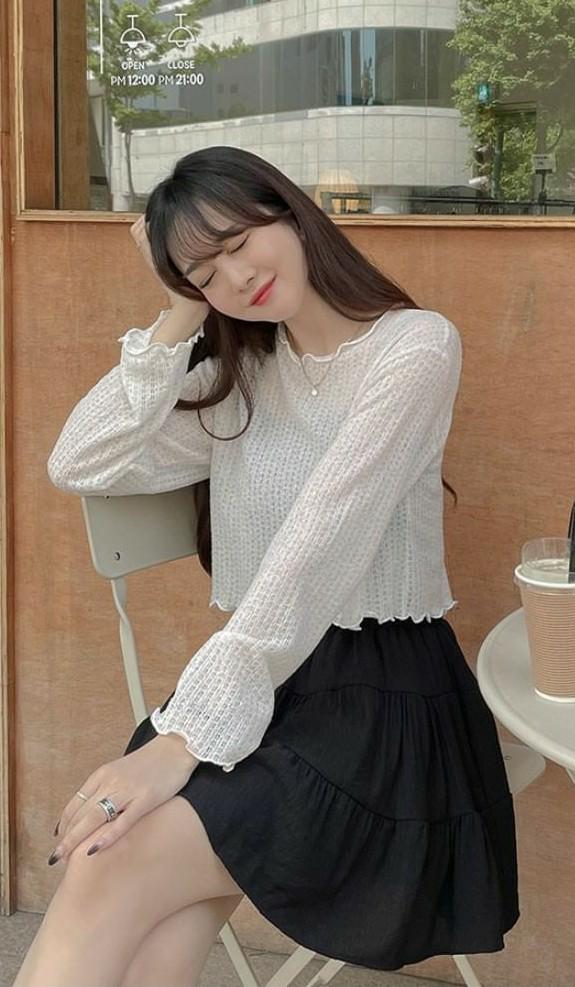 このような少し透け感のある服ってなんて言うんですか?
