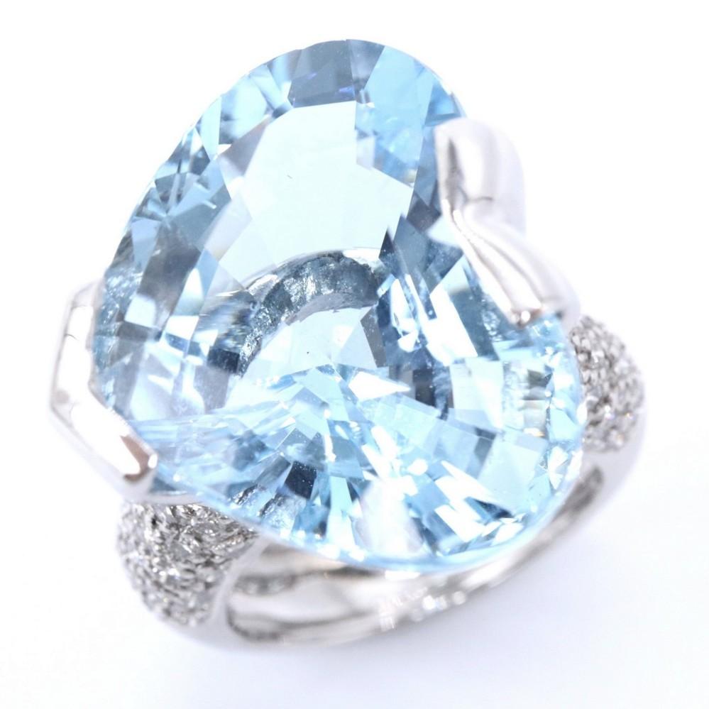 こちらのリングを24万で購入しました お値段高いと思いますか? 又,相当のお値段でしょうか? ポンテヴェキオ アクアマリン K18WG 13.6g / ダイヤモンド 0.65ct アクアマリンダイヤ18.52ct 保証書・鑑別付き