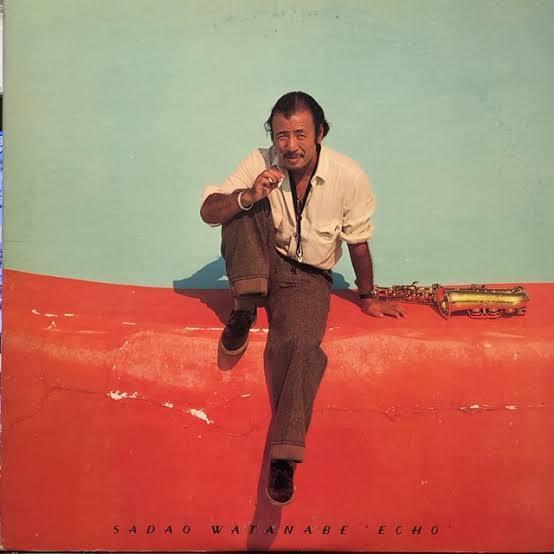 ☆『曲がダブってると知りながら あえて買ったアルバム』★ 『このアルバムは既に持っている アルバムと、どれも収録曲が ダブる』と知りながらも 買ったアルバムはありますか? (^o^) 僕は渡辺貞夫さんの ベストアルバム『エコー』を 中学時代から約40年間も くすぶり続けた末に (^o^; 買いました。 https://youtu.be/No9K-6JwO1Y このアルバムに収録された曲は オリジナルアルバムで 既に持っているのですが ジャケットがカッコいいので どうしても欲しかった一枚です。 ジャケットもなんですが このアルバムでしか聴けない 曲順が魅力です。 (^^♪