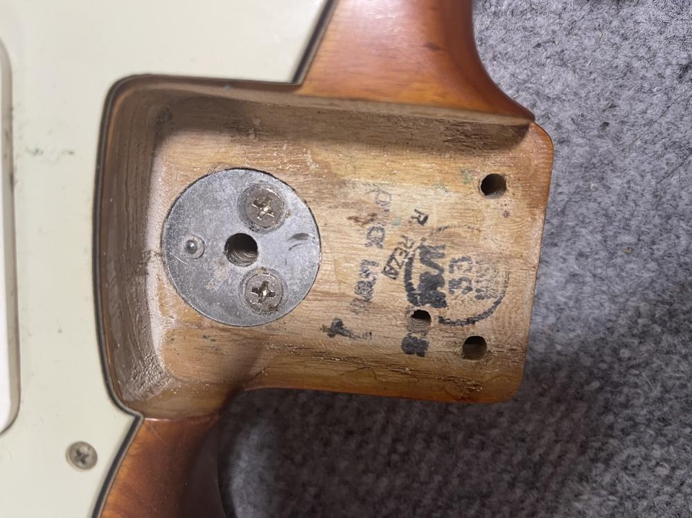 このフェンダーUSAストラトは70何年製のギターでしょうか?分かる方宜しくお願い致します