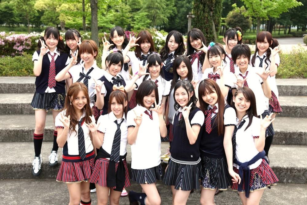 石川梨華が「モーニング娘。」の現役時代の楽曲は、 Every Little Thingの「Graceful World」と、 AKB48の「涙サプライズ!」の2曲で、 どっちですか? 分かる方は、お願いします。