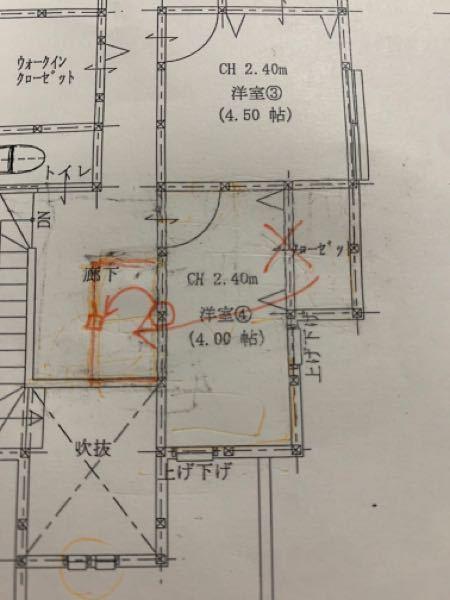 建築確認申請後の着工前です。 2階の無駄な廊下がずっと嫌だと思っておりましたが、玄関吹き抜けでどうしようもないか…と写真の通りで申請しました。 が、左にクローゼットにすれば部屋は少し広くなり、無...
