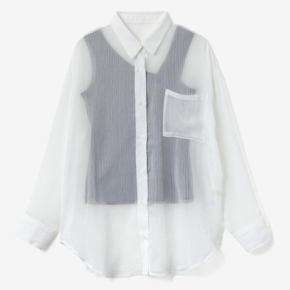 バイトの面接で画像のシアーシャツ(中は白Tで胸元に小さいロゴがある物を)着る予定 なのですが、印象はどうなんでしょうか?