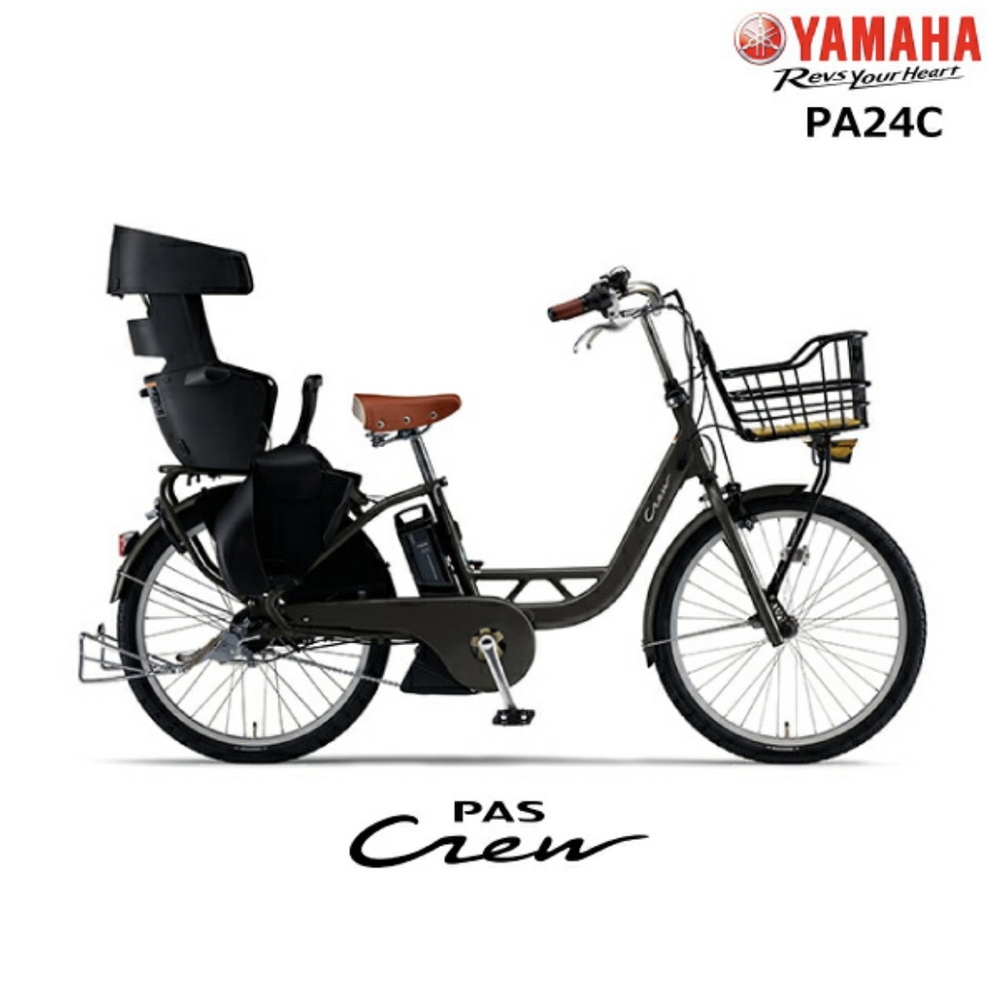 YAMAHA PAS Crew 2021を購入します。 バイクからの乗り換えでそのままバイク屋で下取りしてもらって自転車に乗り換える事にし、カタログも見せてもらったらアクセサリーは揃ってるとの事だったので、注文して納車待ちの状態です。 一通りアクセサリーを揃えたのですが、前カゴカバーだけがどれが合うのか分からず買えずにいます。バイク屋で見たカタログのミッキー柄の専用品はもう販売も製造もされていないらしく、というか見せてもらったカタログが去年の物で、モデルもディズニーのやつでした。。。PASの中でもCrewだけカゴが浅いようで荷物が飛び跳ねそうで心配なので、どなたかパスクルーを購入した方で丁度良いカバーを見つけた方、カゴ自体をコレに取り替えたよ!という方、いらっしゃいましたらリンク等、教えて頂けませんでしょうか。 よろしくお願いします。