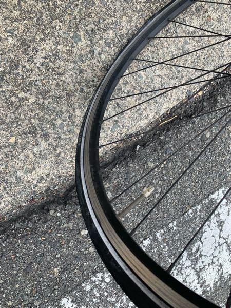 このタイヤってどうやって空気入れますか?