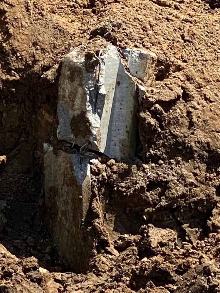 新築工事のパイル打ちでユンボで折ってます。 正規な工事ですか? よろしくお願いします。