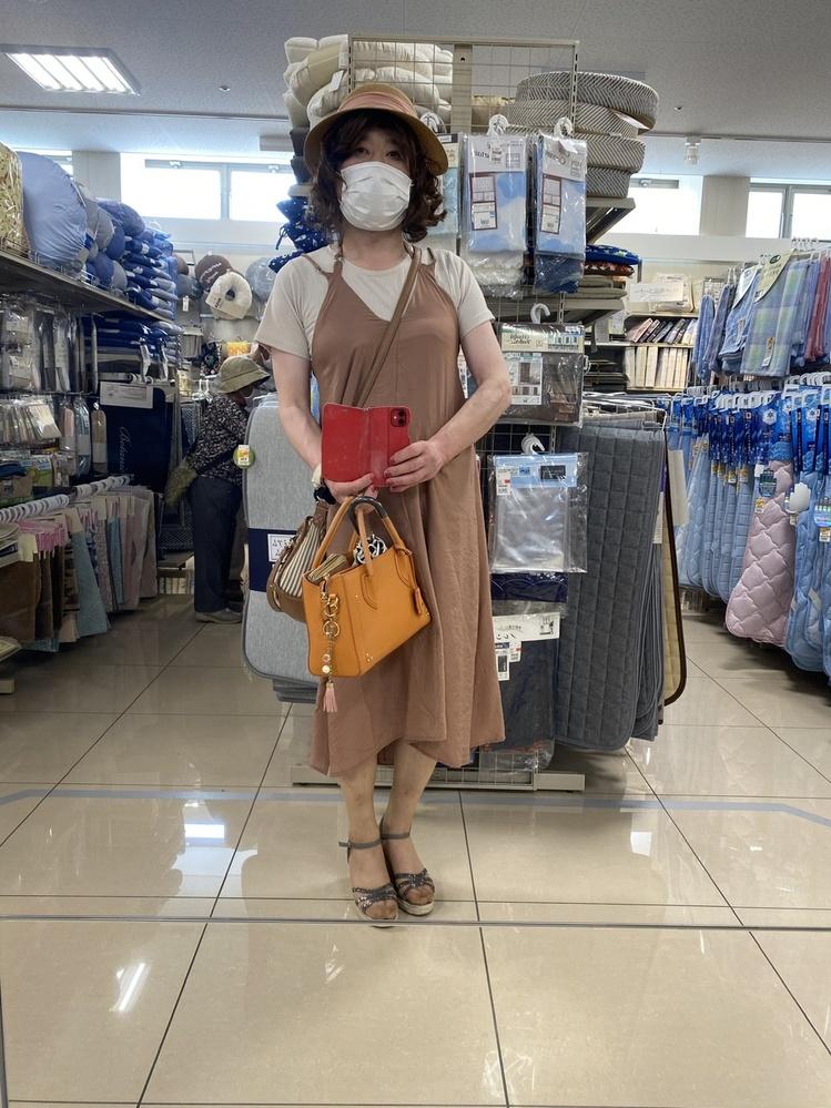 お約束通り、買ってきたものを 着てみました。 今日は、マニキュアも付けています。 可愛くて、涼しそうですか?女装です。