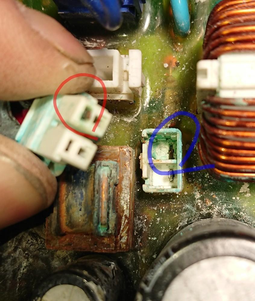 基板の修理について 日立の浅井戸ポンプの基盤のコネクターのピンが腐食?して折れました。 どうやって直そうか思案しておりました。 何か電気を通すグリースを塗って差し込むのはどうですか? その様なグリースはありますか?