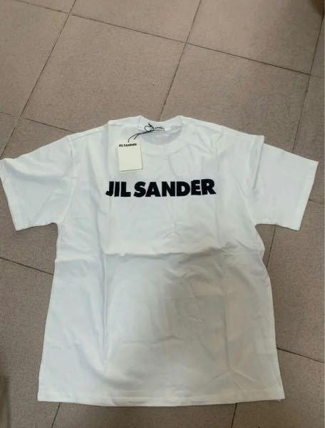 jilsanderのシャツがメルカリで、新品、四千円だったんですけど偽物でしょうか?21ssでそのような商品はありますか?偽物だと思ったんですがタグがちゃんと付いていたりしてよくわかりませんでした。