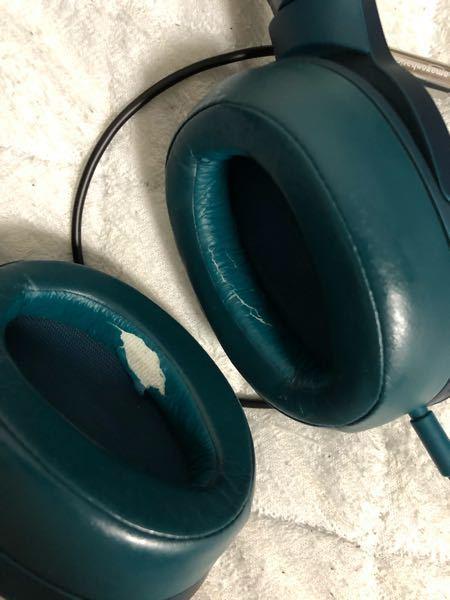 新しくメルカリで中古のヘッドホンを買いましたが、翌日にもうイヤーパッドが破れました。イヤーパッドが破れる原因はなんでしょうか??