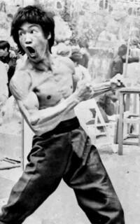 ブルース・リーの筋肉についてです。 ブルース・リーは何故前腕を鍛えたのですか?エピソードなどを知っている方などいましたら宜しくお願い致します。