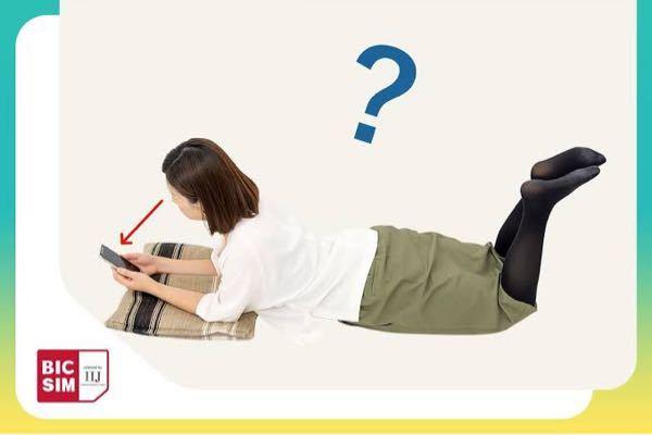 ベットでスマホをいじる時この姿勢をしてしまうのですが反り腰悪化しますか?