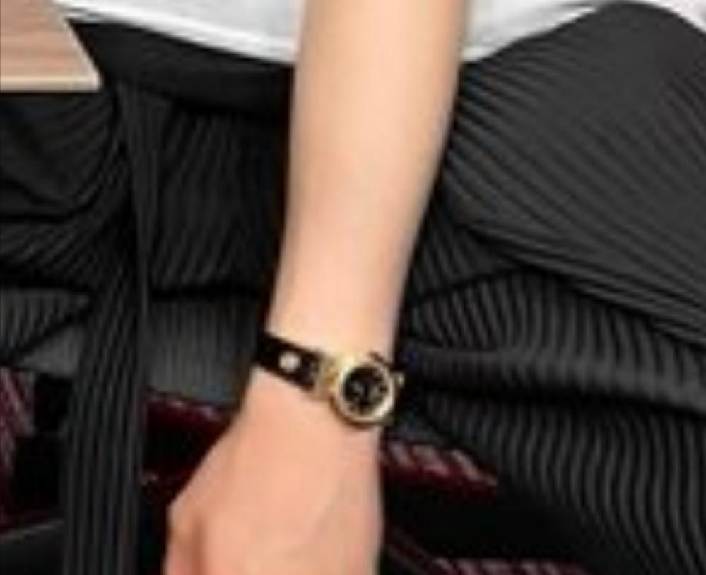 腕時計の特定お願いいたします。 どこのメーカーでしょうか?詳しく教えていただければ幸いです。 画像荒くてすみません。 よろしくお願いいたします。