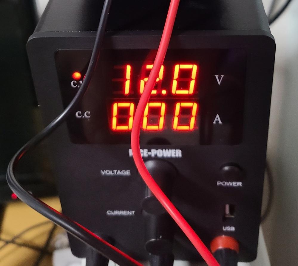 こんにちは! こちらのNice Power sps3010 直流安定化電源なのですが、 後ろに有るFANは常時回っているのが正しいのでしょうか? 修理はしたのですがファンが一瞬動いて止まります。 お持ちの方、教えていただけると幸いです。 よろしくお願い致します。