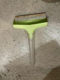 この道具はなんですか? 穴が空いていて、この透明の取っ手の中まで穴が繋がっています。