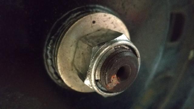 50ccスクーターのリアのタイヤ交換の際に、22mmのボルトが手持ちのラチェットでは、固くて外れません。インパクトレンチを用意すれば、楽に外せるのでしょうか?