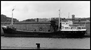 なぜこの船(Jorgen Vesta 1956)のエンジンは4サイクルなの❓