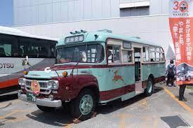なぜアメリカはボンネット式トラック(バス)の短所が目立ちにくいの?
