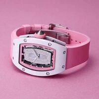高級な腕時計にラバーバンドが結構多く見られます。HUBLOT、リシャールミル、オーディマピゲなど高額な時計に多く見られます。 ラバーバンドは安っぽいイメージなんですか、高級な腕時計にも何故多く見られるのですが、何故ですか。