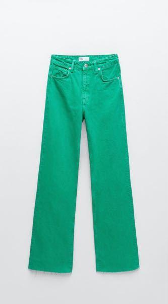 緑のカラーデニムを購入しました。 洗濯についてなんですが、色落ちが怖いです。 どのようにすればいいのか教えていただきたいです ♀️