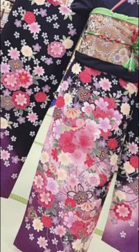 この振袖にある花ってなんて言う名前のものがありますか?