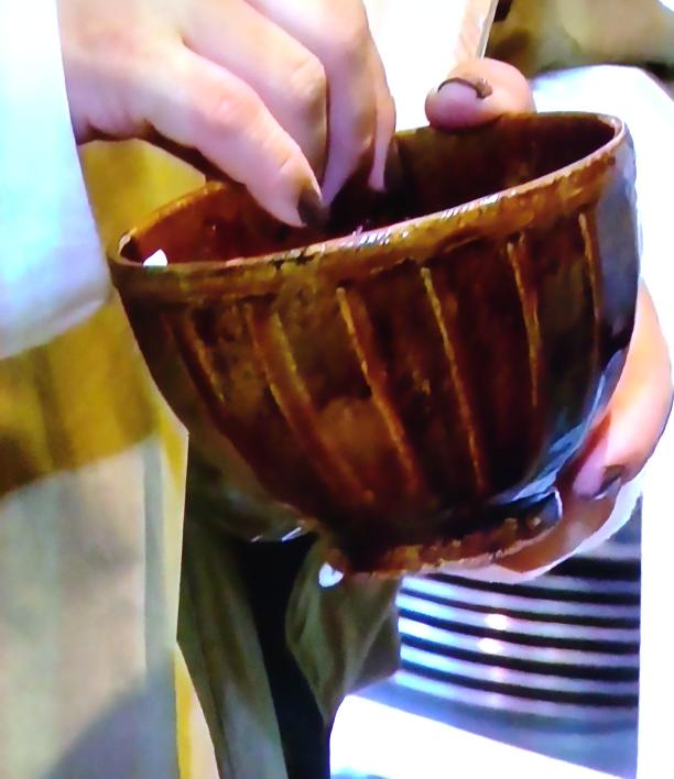 画像の飴削ぎ正陶碗をネットか奈良県内で売っているお店を探しています。 やすともさんの番組で見て一目惚れをし欲しくなりました。 どなたかここで買えるよとかここで売ってるよとか教えてください。