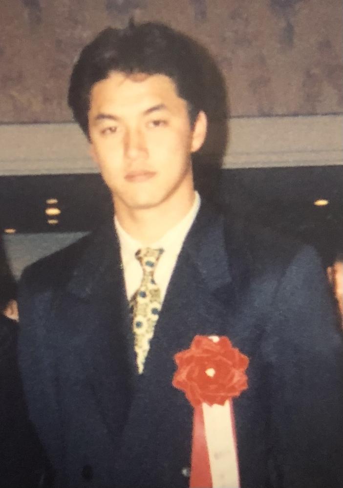 昔、野球選手と撮った写真が出てきたのですが、誰か分かりません。 この写真の方が誰か分かる方いらっしゃいませんか?