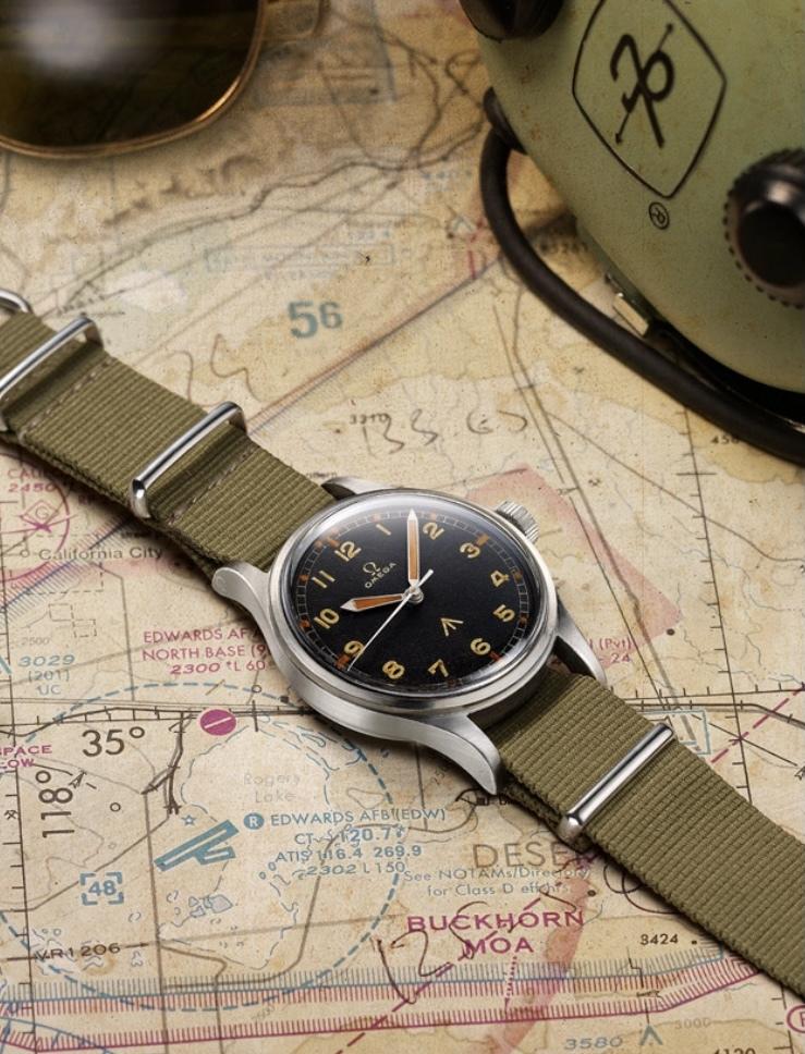 この時計はomegaの何という時計でしょうか? また現在販売されていますでしょうか?