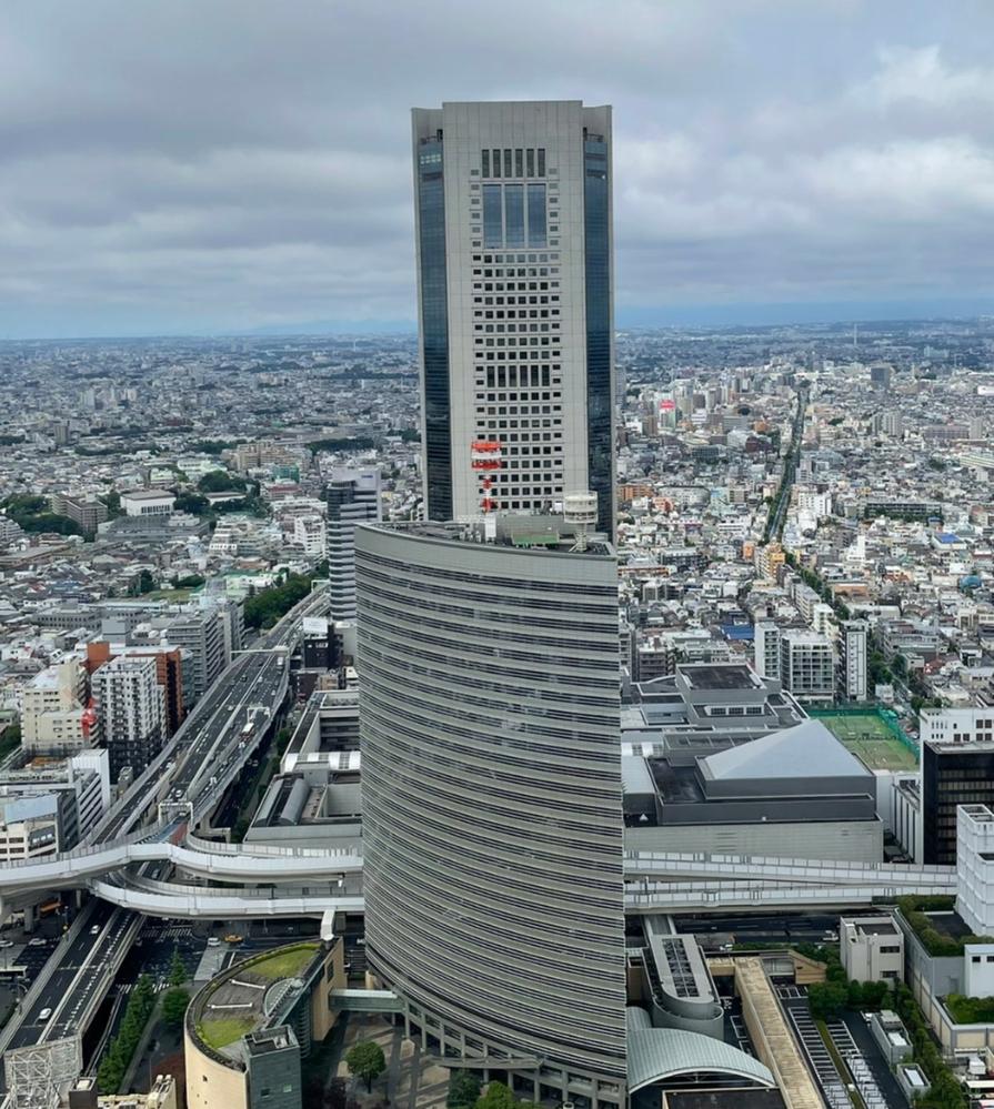 このビルの名前がわかる方教えてください。東京だと思うのですが違うかもしれません