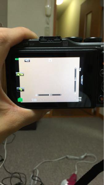 オリンパスのミラーレスpen-10 なのですが、日時設定をしてからずっとこの画面です 不良品でしょうか カメラ初心者なので教えてください