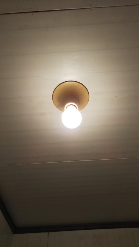 下の画像を見て回答おねがいします。 画像は白熱電球ですけど、その白熱電球を外してLED電球に付け替えたら、どのような結果になりますか?