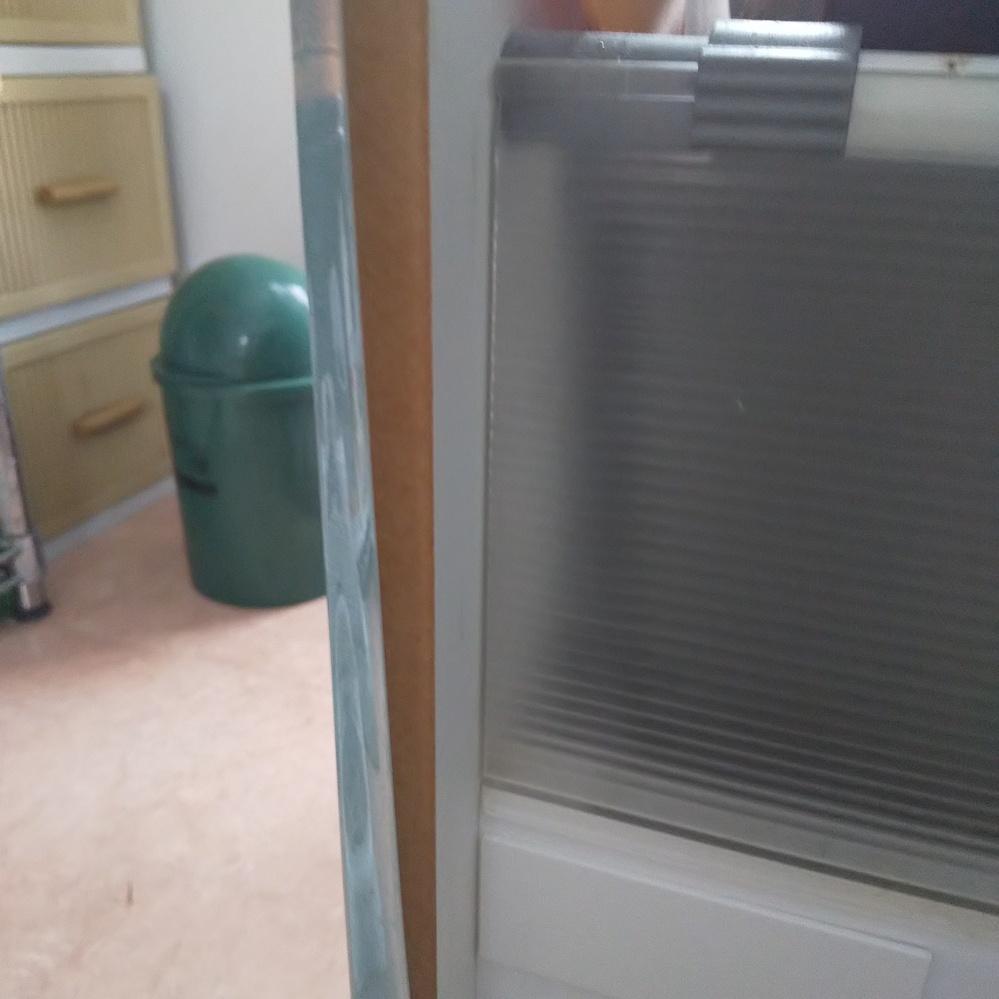 キッチンの扉のシートが剥がれてきました。 接着剤のおすすめはありますか? よろしくお願いします。