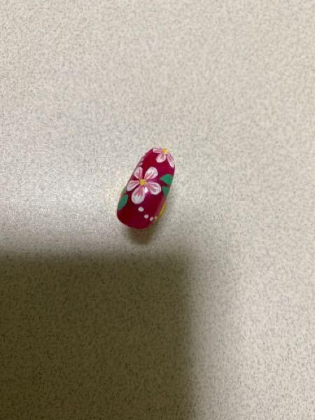 ネイル検定の3級の5枚花のアートは1つ5枚花がかけていれば大丈夫なのでしょうか? 写真はりましたので見てもらえると助かります。 こんな感じで大丈夫ですか?
