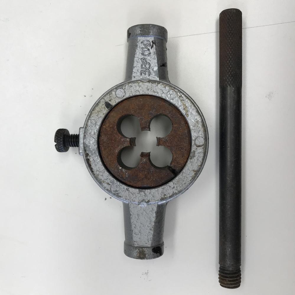 この道具は何に使うものですか? 片付けをしていたら出てきたのですが一体何に使うものでしょう?