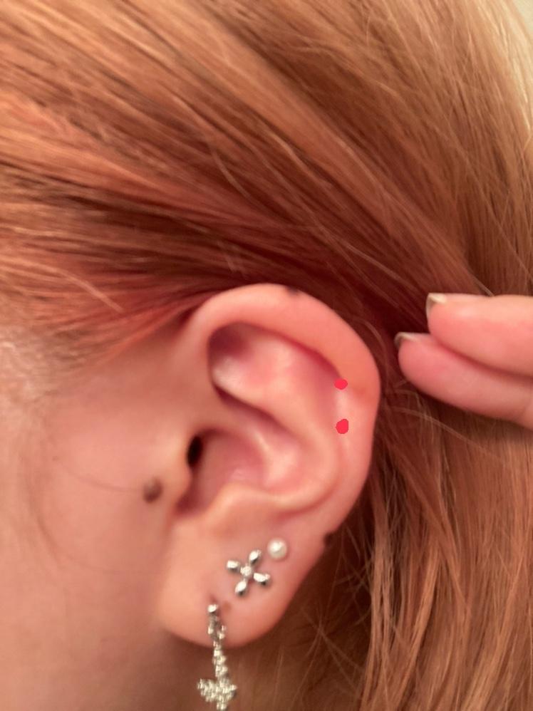ピアス ヘリックスについて 私は来週ヘリックスを2連で開けようと思っているのですが、(画像の点部分)巻きが弱いのですが排除などされないでしょうか? あと私は耳が柔らかいのですが負担になったりしますか?