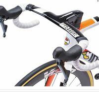 ロードバイクについての質問です。 最近ロードバイクに乗り始めて、ハンドルにつけるもの等気にかけるようになってきました。 そこで質問なのですが、ハンドルの幅?が広いものって レックマウントはどのようなものを選べば良いのでしょうか。もしよろしかったら商品のサイト等のURLを貼っていただけると、助かります。 私の言っている幅の広いハンドルとやらの例を載せておきます。 ご回答よろしくお願いいたします。