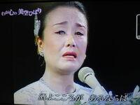 歌手が歌唱中に涙を流すことについて、あなたは肯定派?否定派?  [涙を流した歌手] 美空ひばり ちあきなおみ 中森明菜  [否定派] 淡谷のり子 五木ひろし