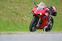 ドゥカティのバイク「パニガーレv4s」高校卒業で乗りたいのですがバイトしまくれば乗れますか??ぜひ誰か教えて下さい!!