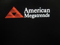 パソコンの起動時にAmerican Megatrends(アメリカンメガトレンド)のマークが出ます。 具体的なエラーメッセージはなくマークだけです。 そのままほっといたら起動はします。  このマークが出なくなるようにするには、どうしたらいいのでしょうか? パソコン初心者なので困っています。 宜しくお願いします。