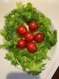 母親がサラダを作りました。 普通の家でもサラダってこんな感じですか?